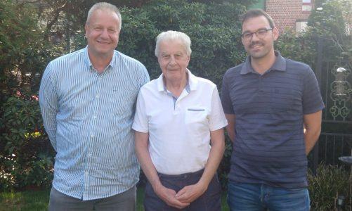 Dortmunder Schiedsrichter gratulieren Klaus Hauschild zum 80. Geburtstag